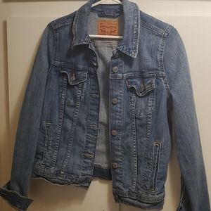 Levi's denim jacket. Size medium, like new